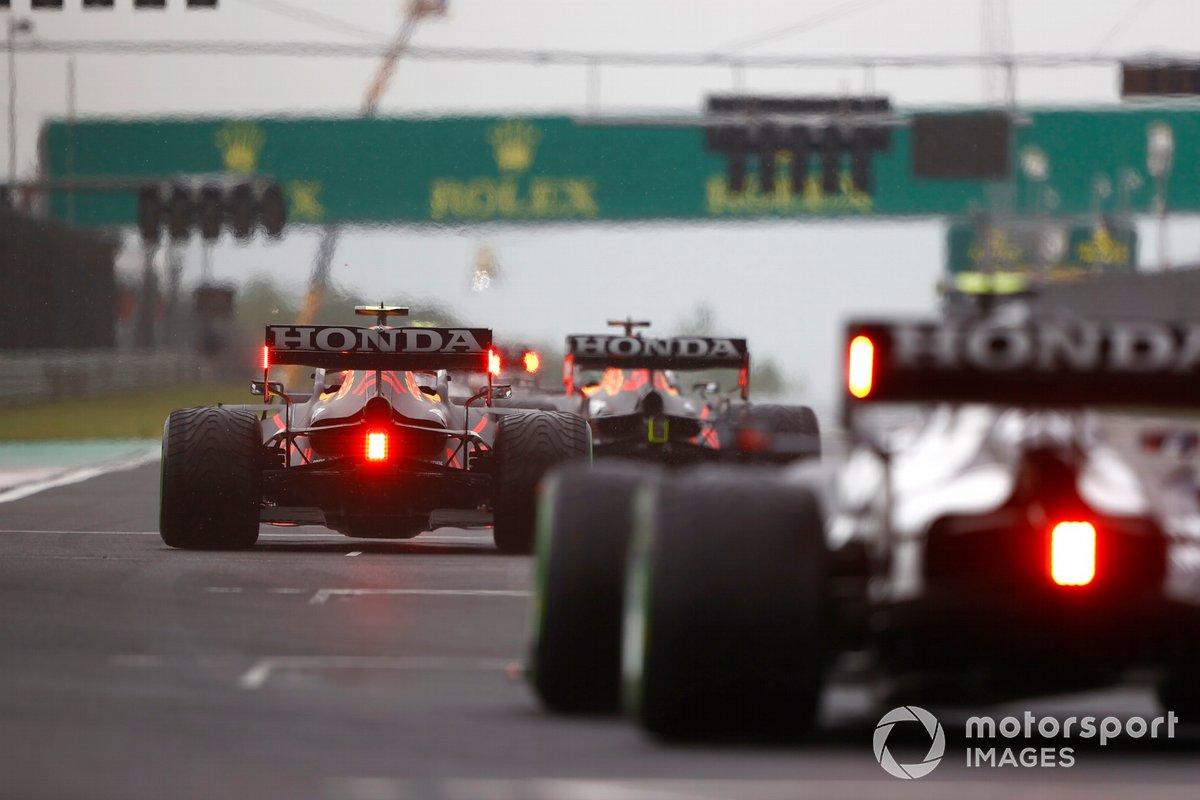 Sergio Perez, Red Bull Racing RB16B, prende la sua posizione sulla griglia di partenza