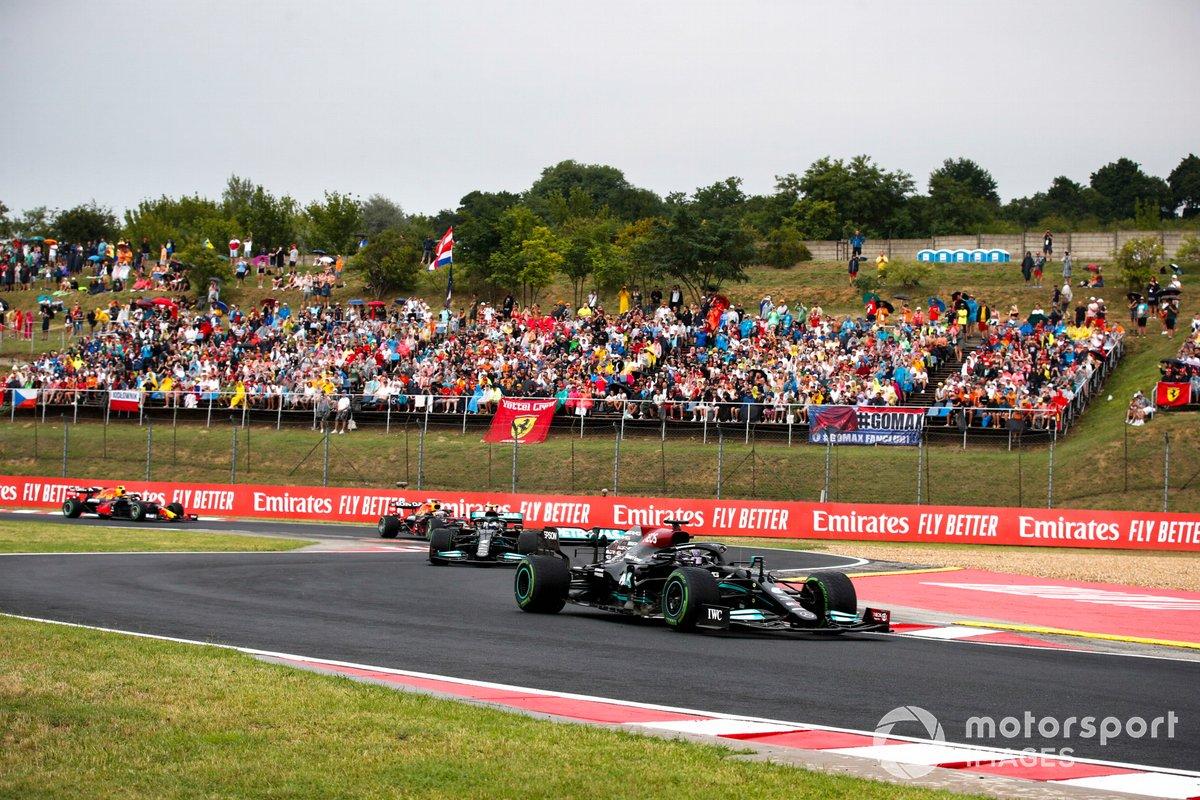 Lewis Hamilton, Mercedes W12, Valtteri Bottas, Mercedes W12, Max Verstappen, Red Bull Racing RB16B, y Sergio Pérez, Red Bull Racing RB16B