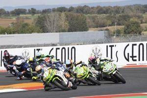 Renn-Action der Supersport-300-Klasse in Magny-Cours