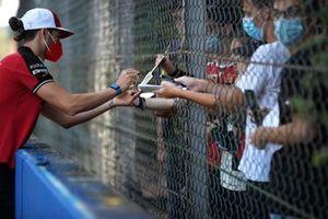 Antonio Giovinazzi, Alfa Romeo Racing C41 track walk signs autographs