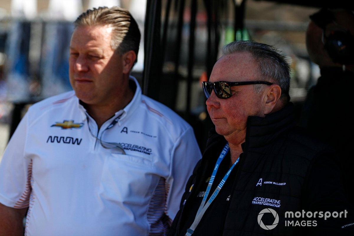Zak Brown, director general de Arrow McLaren SP, y Ric Petersen, propietario del equipo