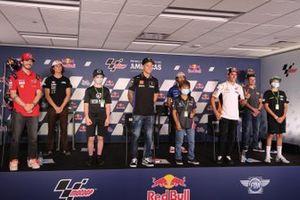 Francesco Bagnaia, Fabio Quartararo, Marc Marquez, und Enea Bastianini, mit Joe Roberts, Moto2, Cameron Beaubier, Moto2, und MiniGP-Piloten