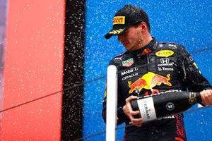 Max Verstappen, Red Bull Racing, 2nd position, sprays Champagne from the podium