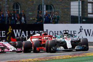 Lewis Hamilton, Mercedes AMG F1 W09, Sebastian Vettel, Ferrari SF71H, y Sergio Perez, Racing Point Force India VJM11