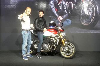 Claudio Domenicali, AD Ducati Motor Holding, sul palco con Andrea Dovizioso e la Ducati Monster 25esimo Anniversario