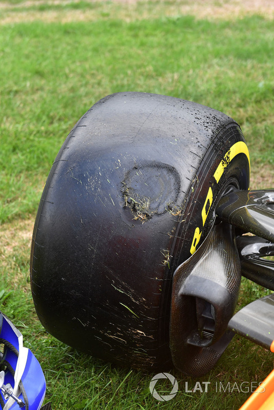 Flat spot on the front Pirelli tyre of Stoffel Vandoorne, McLaren MCL33 after crashing in FP3