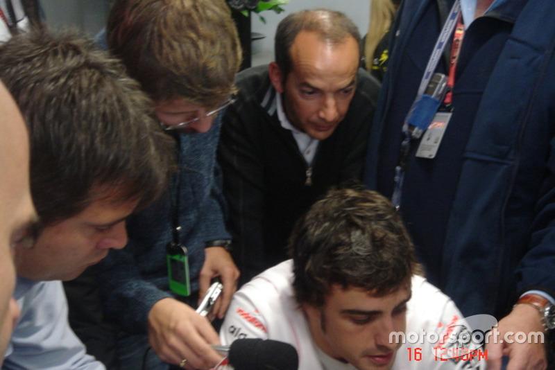 Em troca de conversas, foi também detectada a participação de Fernando Alonso. Por ter se utilizado das informações, a McLaren foi excluída do Mundial de 2007 e teve que pagar uma multa de US$ 100 milhões.