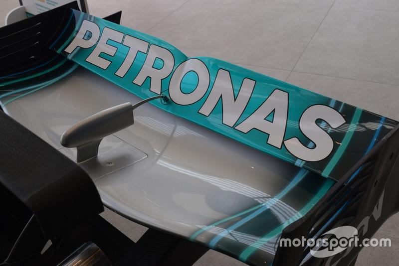 Lo sponsor Petronas sull'ala della monoposto Mercedes