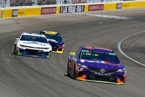 Denny Hamlin, Joe Gibbs Racing, Toyota Camry FedEx Ground e Ty Dillon, Germain Racing, Chevrolet Camaro GEICO