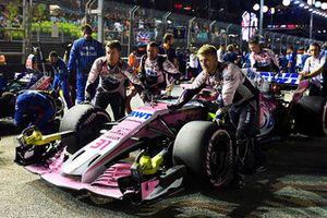 Esteban Ocon, Racing Point Force India VJM11, in griglia di partenza