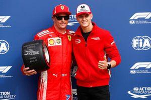 Le poleman Kimi Raikkonen, Ferrari, avec Mick Schumacher