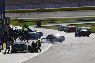 Brandon Jones, Joe Gibbs Racing, Toyota Camry Menards Mastercraft Doors makes a pit stop
