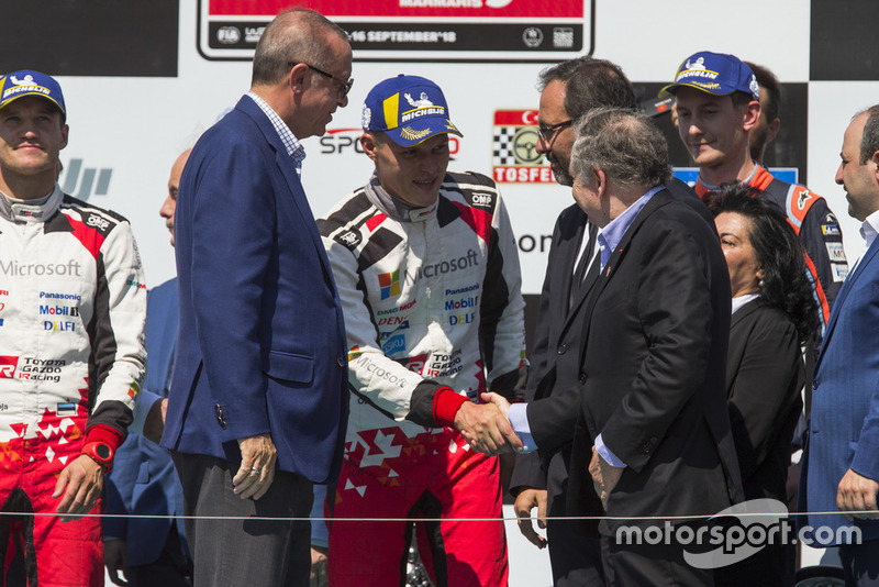 Podyum: Yarış galibi Ott Tänak, Martin Järveoja, Toyota Gazoo Racing WRT Toyota Yaris WRC