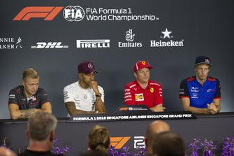 Kevin Magnussen, Haas F1 Team, Lewis Hamilton, Mercedes AMG F1, Kimi Raikkonen, Ferrari et Brendon Hartley, Scuderia Toro Rosso lors de la conférence de presse