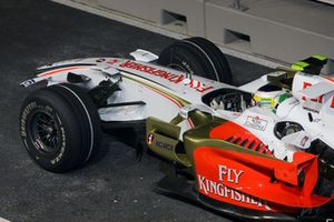 Damaged front wing of Giancarlo Fisichella, Force India F1 VJM01