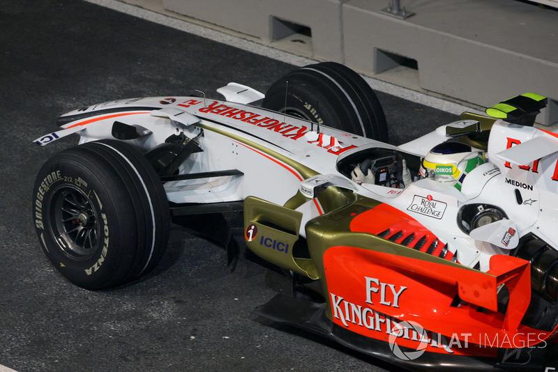 L'aileron avant endommagé de Giancarlo Fisichella, Force India F1 VJM01
