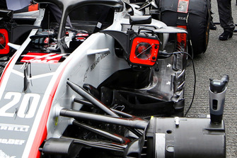 Haas F1 Team VF-18, piso