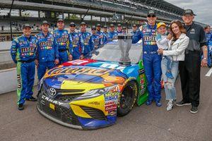 Kyle Busch, Joe Gibbs Racing, Toyota Camry M&M's Caramel with the regular season champion trophy