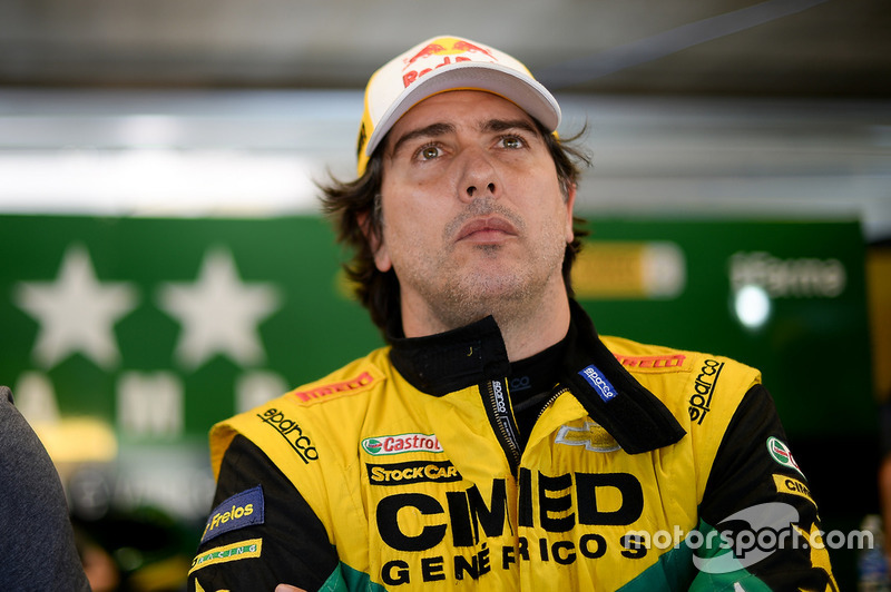 """Cacá Bueno: """"Desclassificaram o Marcos Gomes da corrida 1 porque viram da torre que a luz não funcionava, então de lá dá para ver. Ele decidiu me tirar da corrida, me tirou da corrida."""""""