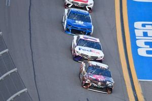 Kyle Busch, Joe Gibbs Racing, Toyota Camry M&M's Chocolate Bar leads Denny Hamlin, Joe Gibbs Racing, Toyota Camry FedEx Express