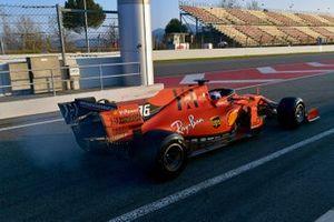 Charles Leclerc, Ferrari SF90, avec de la fumée à l'arrière