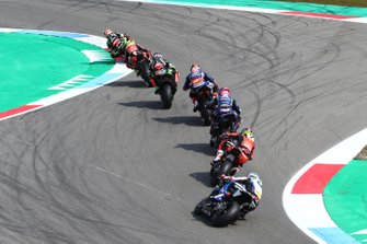 Jonathan Rea, Kawasaki Racing leads chasing pack with Markus Reiterberger, BMW Motorrad WorldSBK Team