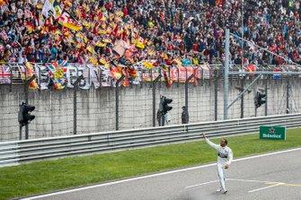 Льюіс Хемілтон, Mercedes AMG F1, святкує перемогу
