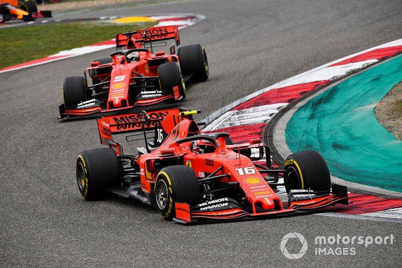 """O piloto monegasco ficou à frente do alemão e logo foi instruído a acelerar mais para que uma nova ordem não fosse dada. """"Precisamos ir mais rápidos, senão vamos deixar Sebastian passar. Leclerc: OK, vamos ver em duas voltas."""""""