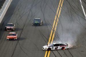 Brad Keselowski, Team Penske, Ford Mustang Discount Tire spins