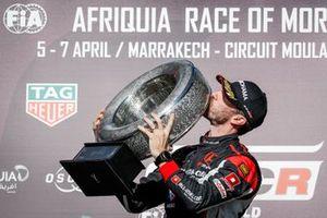 Podium: Race winner Esteban Guerrieri, ALL-INKL.COM Münnich Motorsport Honda Civic Type R TCR