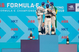 Lucas Di Grassi, Audi Sport ABT Schaeffler, 3rd position, takes a podium selfie with race winner Sam Bird, Envision Virgin Racing, Edoardo Mortara, Venturi Formula E, 2nd position