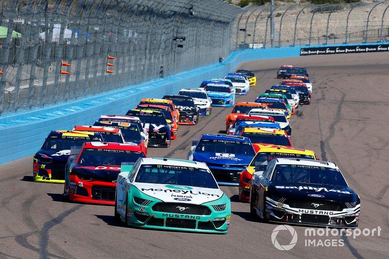Ryan Blaney, Team Penske, Ford Mustang MoneyLion and Aric Almirola, Stewart-Haas Racing, Ford Mustang Smithfield