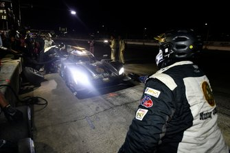 #5 Mustang Sampling Racing Cadillac DPi, DPi: Joao Barbosa, Filipe Albuquerque, Brendon Hartley pit stop