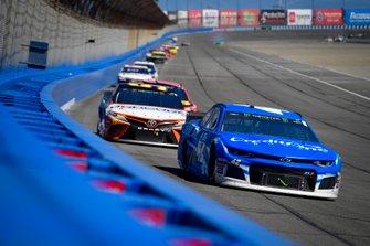 Kyle Larson, Chip Ganassi Racing, Chevrolet Camaro Credit One Bank, Matt DiBenedetto, Leavine Family Racing, Toyota Camry Procore
