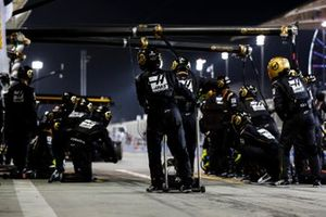 The Haas pit crew ready for a stop