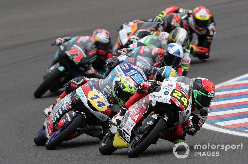 Tatsuki Suzuki, SIC58 Squadra Corse, se fue al suelo a falta de 5 vueltas cuando iba líder