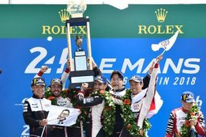 Победители Себастьен Буэми, Казуки Накаджима, Фернандо Алонсо, Toyota Gazoo Racing (№8)