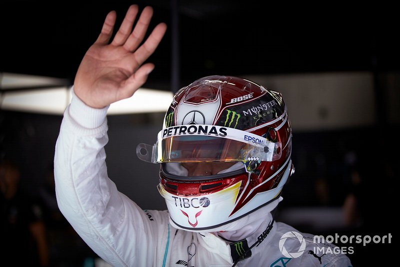 Lewis Hamilton, Mercedes AMG F1, waves to the fans