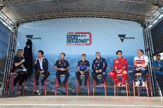 Тото Вольф, руководитель Mercedes AMG, Кристиан Хорнер, руководитель команды Red Bull Racing, Франц Тост, руководитель команды Toro Rosso, Отмар Сафнауэр, руководитель Racing Point, Маттиа Бинотто, руководитель команды Ferrari, Фредерик Вассер, руководитель команды Alfa Romeo Racing, на сцене