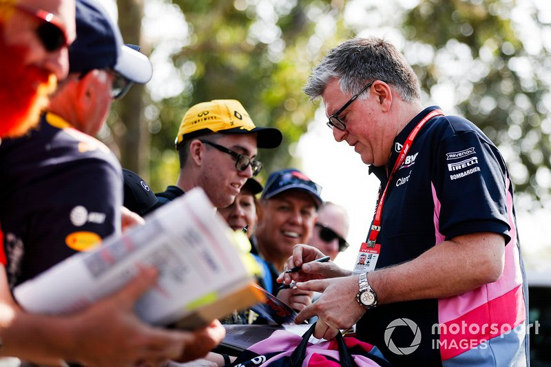 Otmar Szafnauer, Chief Operating Officer, Racing Point, signs autographs for fans