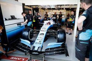 Robert Kubica, Williams FW42, in the garage