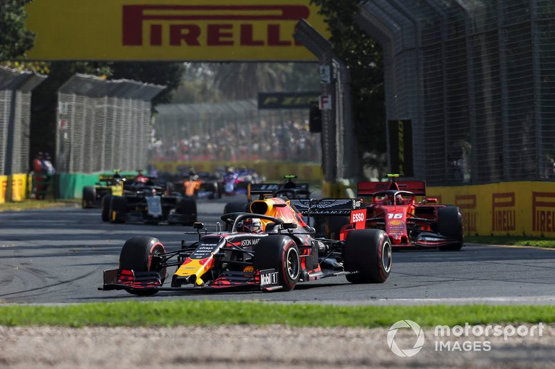 Max Verstappen, Red Bull Racing RB15, Charles Leclerc, Ferrari SF90, y Kevin Magnussen, Haas F1 Team VF-19