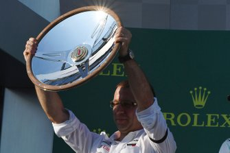 El trofeo para Mercedes en Australia