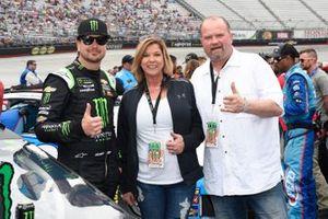 Kurt Busch, Chip Ganassi Racing, Chevrolet Camaro Monster Energy, with guest