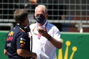 Christian Horner, Team Principal, Red Bull Racing, e Helmut Marko, Consulente, Red Bull Racing sulla griglia di partenza