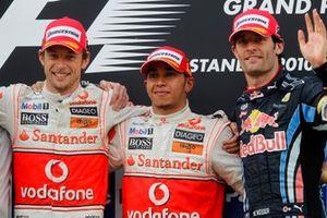 Le vainqueur Lewis Hamilton, McLaren, le deuxième Jenson Button, McLaren et le troisième Mark Webber, Red Bull Racing sur le podium