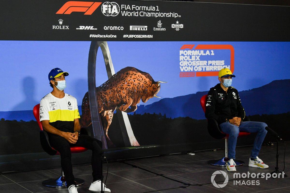 Daniel Ricciardo, Renault F1 Team e Esteban Ocon, Renault F1 Team durante la conferenza stampa