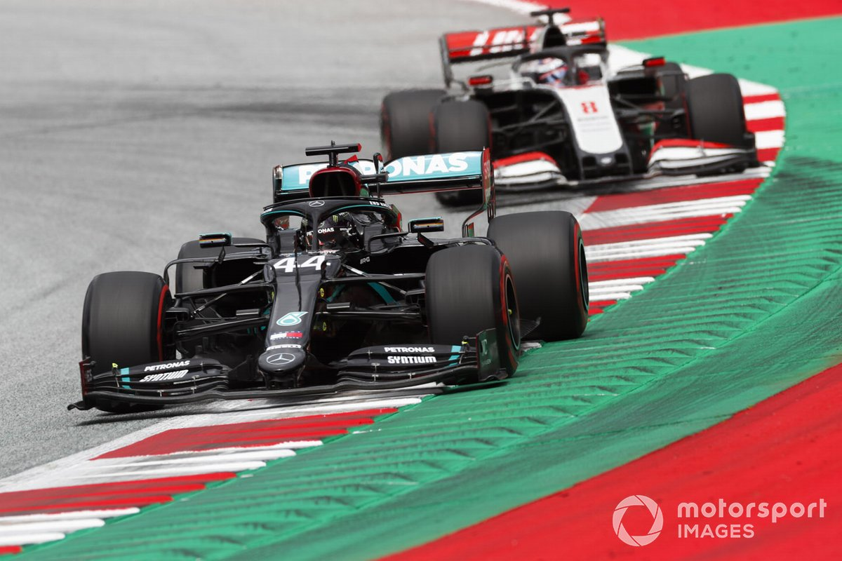 Lewis Hamilton, Mercedes F1 W11 EQ Performance, Romain Grosjean, Haas VF-20