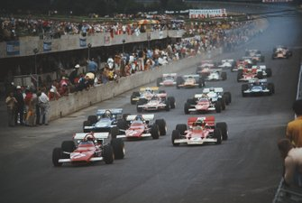 Clay Regazzoni, Ferrari 312B, leads from Jochen Rindt, Lotus 72C Ford, Jacky Ickx, Ferrari 312B, Jackie Stewart, March 701 Ford, and the rest of the field at the start