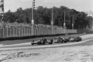 Jackie Stewart, March 701 Ford, Clay Regazzoni, Ferrari 312B y Denny Hulme, McLaren M14A Ford
